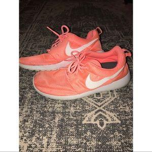 Women's Nikes Size Us 8